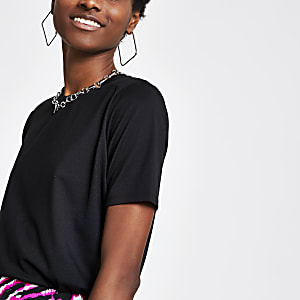 T-shirt noir à épaulettes