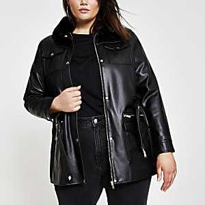 Plus – Schwarze Jacke aus Lederimitat mit Gürtel