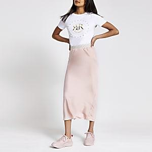 Jupe mi-longue rose clair coupée en biais
