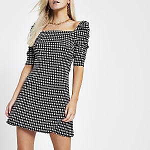 RI Petite - Zwarte jurk met pofmouwen en pied-de-poule-motief