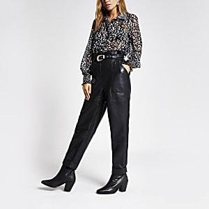 Zwarte ingesnoerde broek van imitatieleer