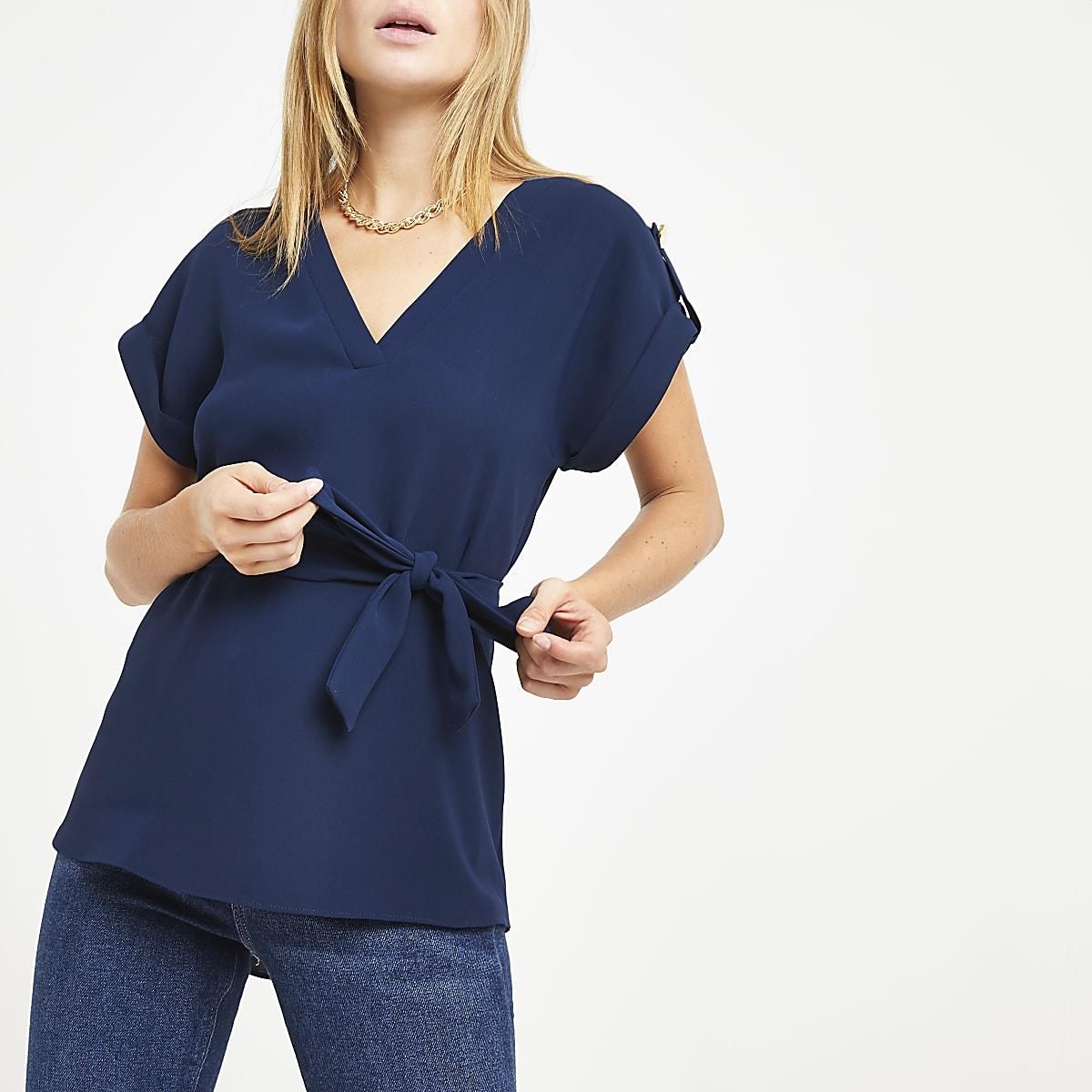 Marineblauw T-shirt met V-hals en strikceintuur