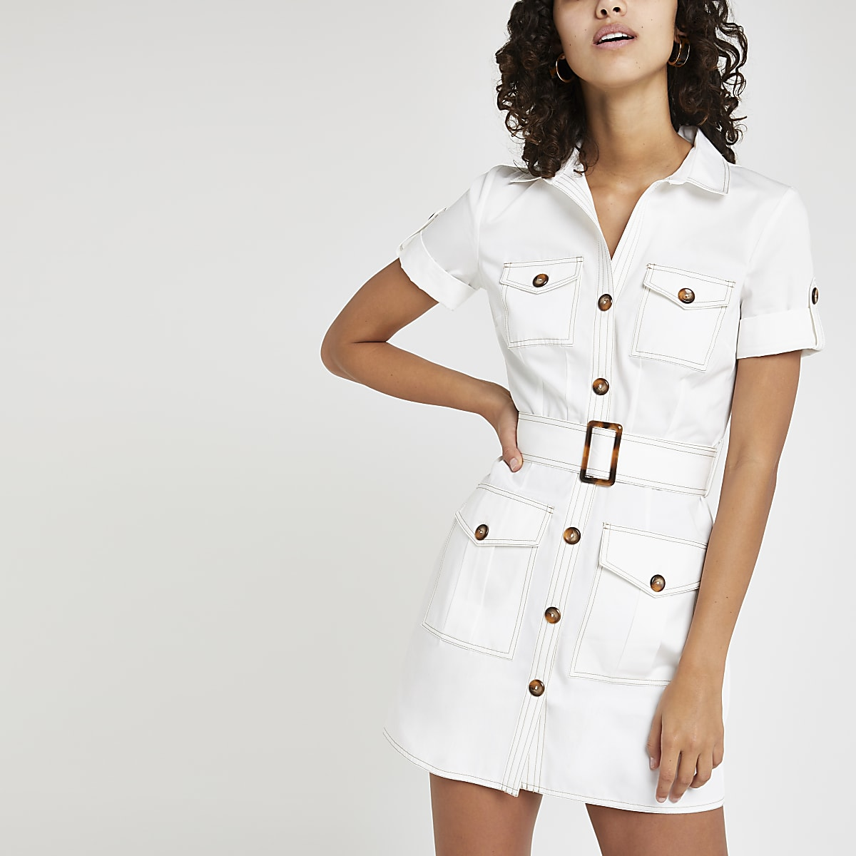 4c3b3f54dd Robe chemise fonctionnelle blanche à manches courtes - Robes ...