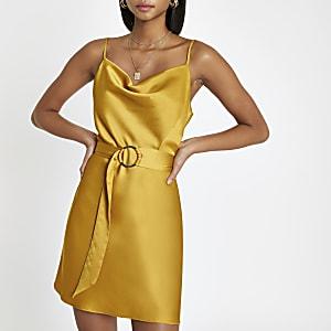 Gelbes Kleid mit Wasserfallkragen