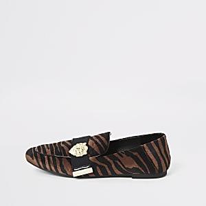 Braune Loafer mit Tigerprint, weite Passform