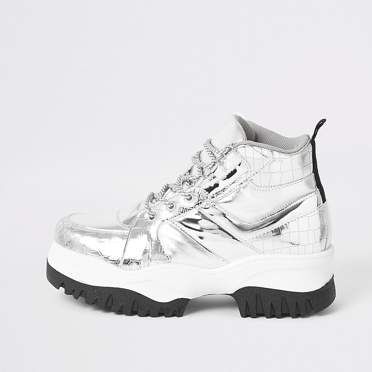 Zilverkleurige stevige wandelschoenen van imitatiesuède