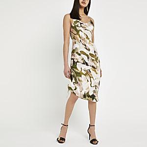 Pinkes Kleid mit seitlicher Raffung und Print