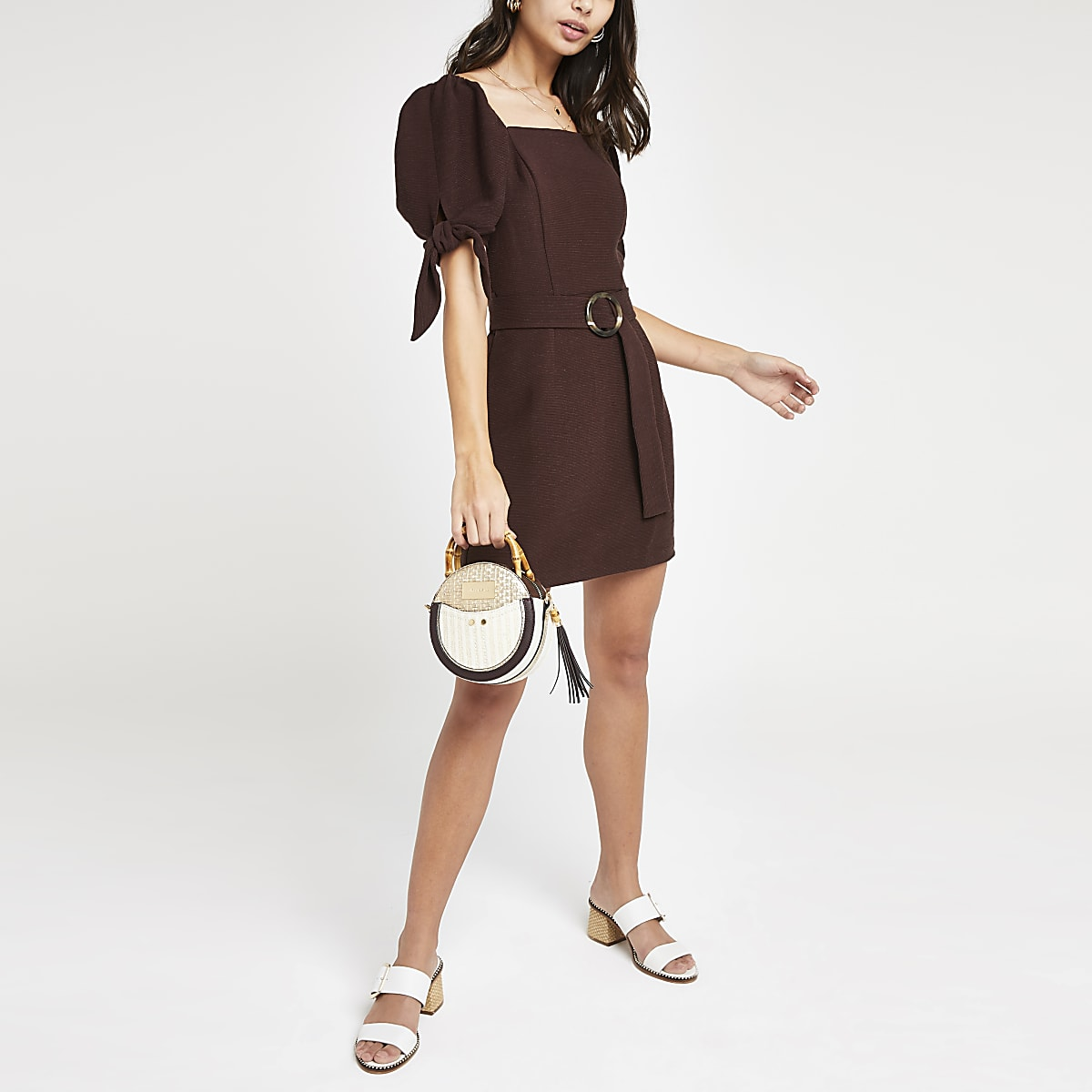 Mini robe marron foncé ceinturée