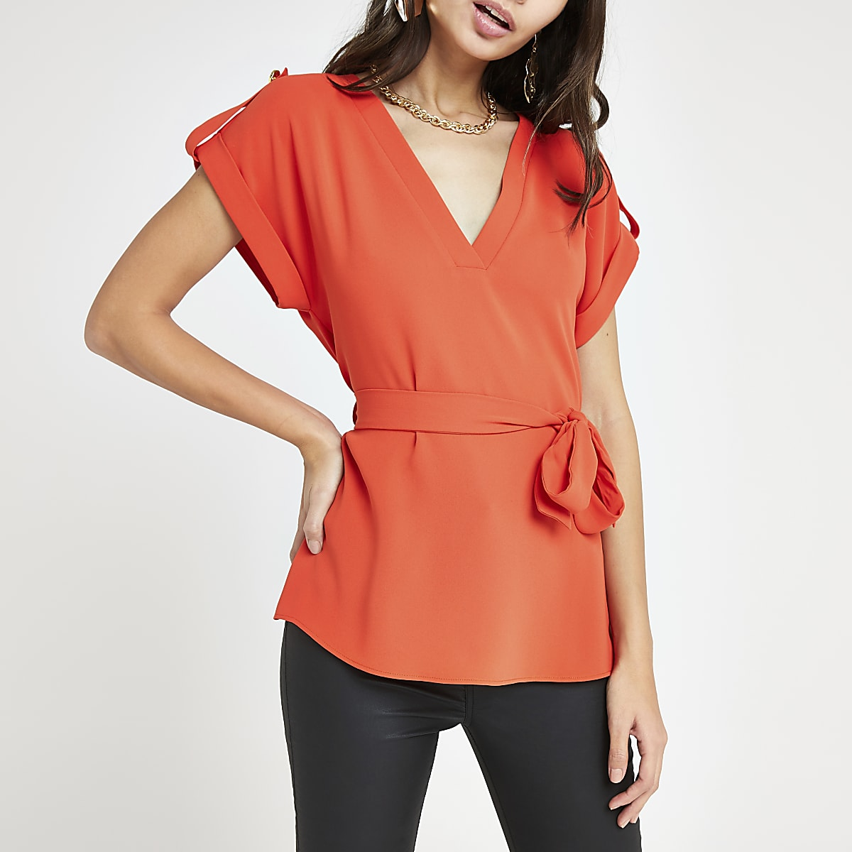 Red V neck tie waist T-shirt