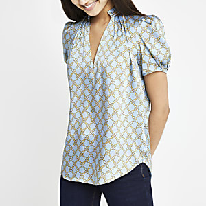 Blue chain print V neck shell top