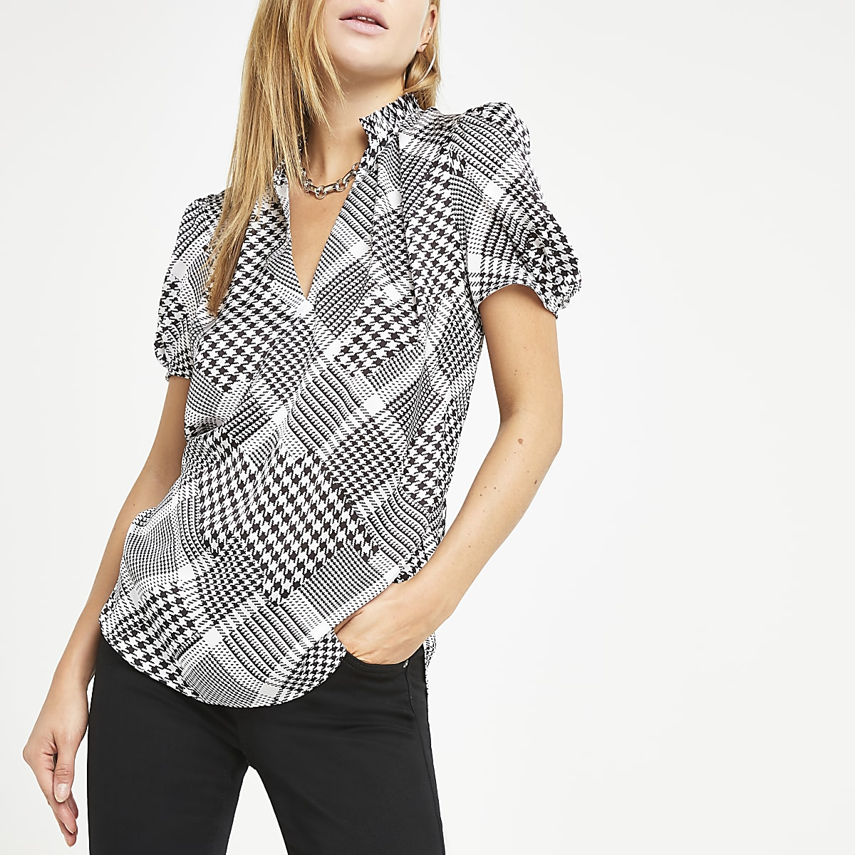 303ac2c981ca Black dogtooth V neck shell top - Blouses - Tops - women