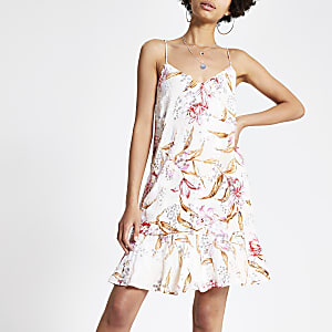 Pinkes, verziertes Kleid