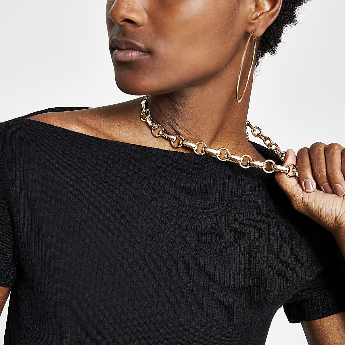 Black boat neck T-shirt