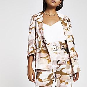 RI Petite - Roze blazer met camouflageprint