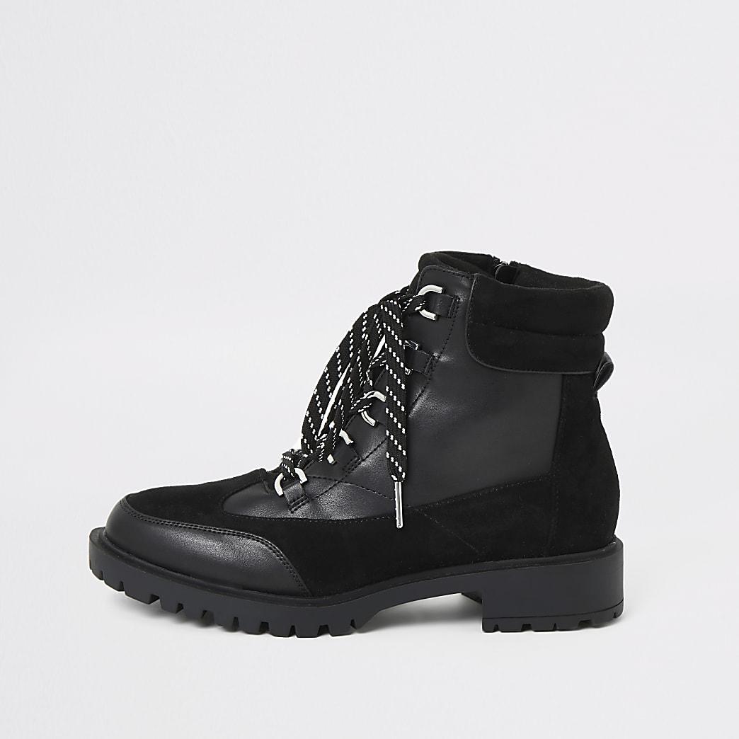 Chaussures épaisses de randonnée noires à lacets