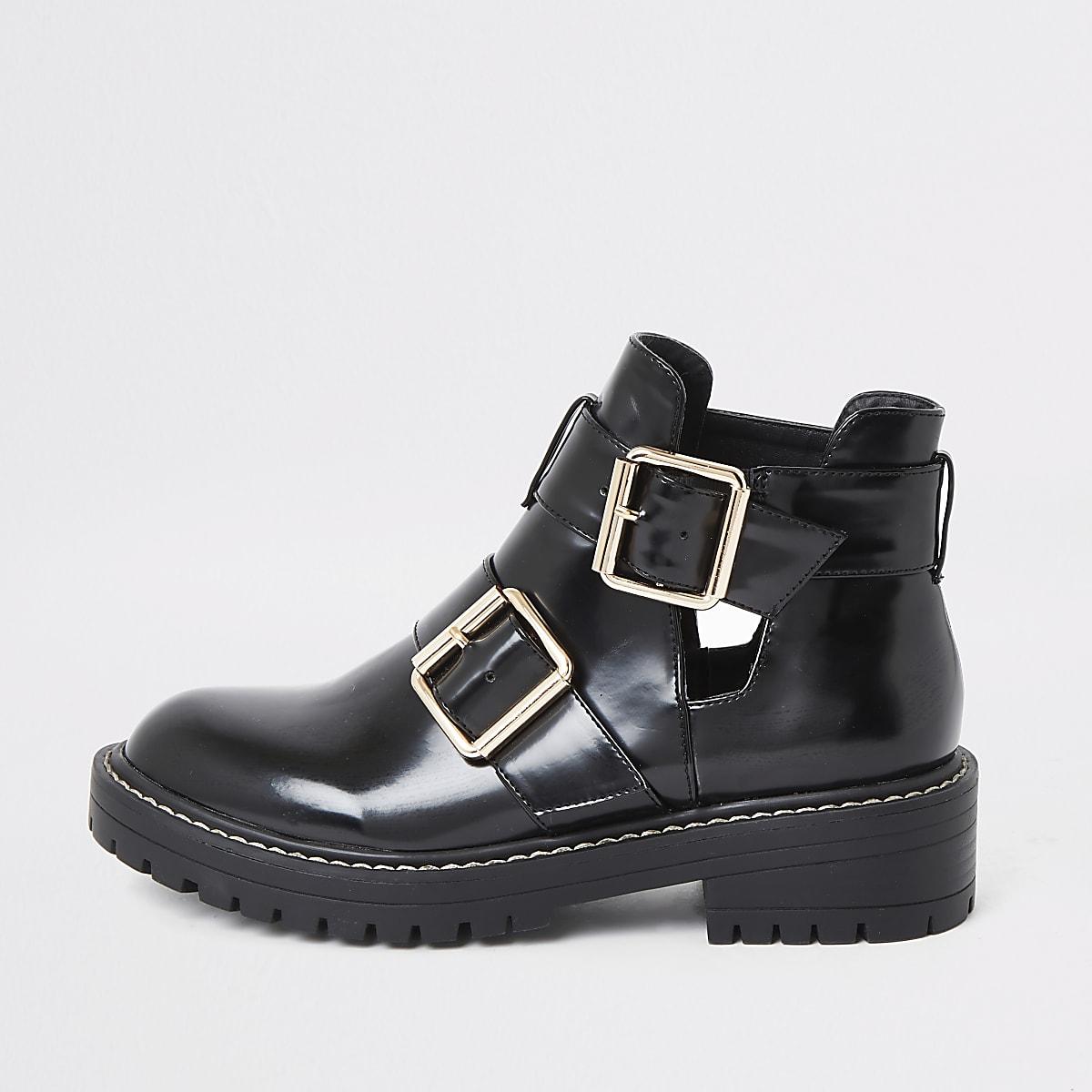 Zwarte lakleren stevige laarzen met uitsnijding opzij