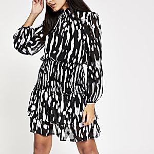 Zwarte gesmokte jurk met print