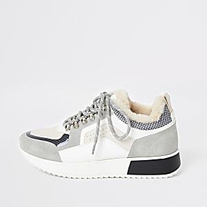 Baskets gris clair à lacets avec semelle épaisse