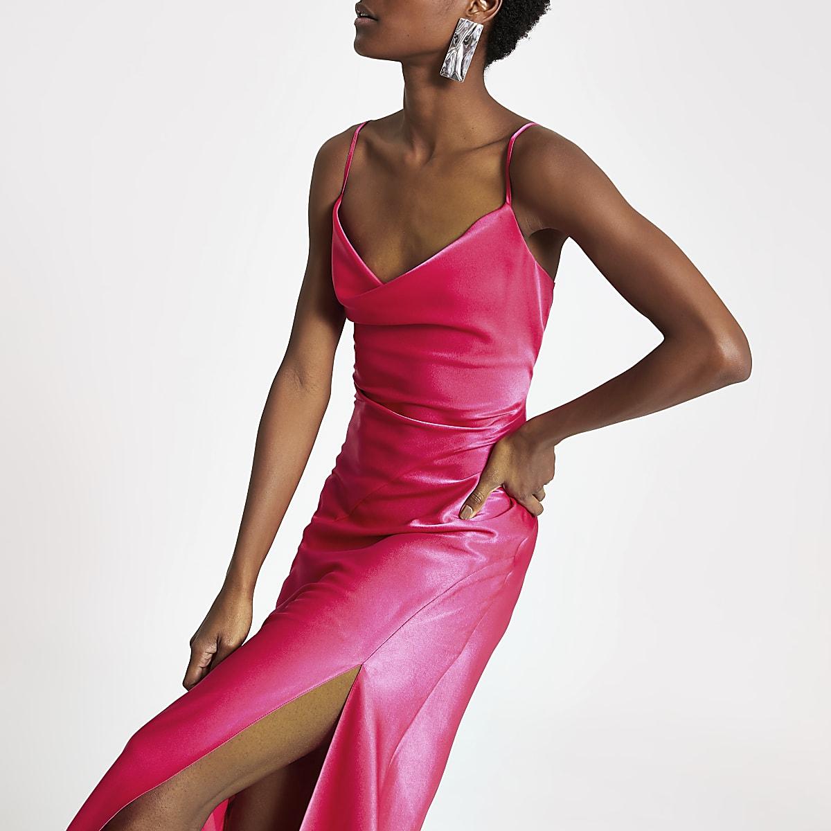 Robe longue rose à col bénitier