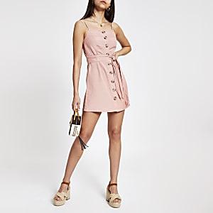 Robe de plage rose boutonnée à bretelles fines