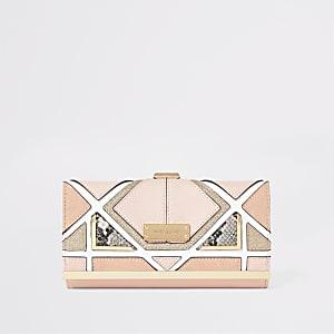 Lichtroze portemonnee met druksluiting en slangenprint