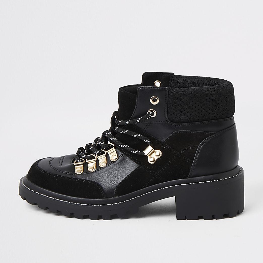 Bottines de marche noires à lacets
