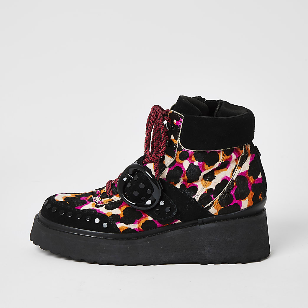 Roze leren wandellaarzen met luipaardprint en platformzool