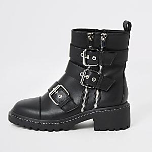 Schwarze, grobe Biker-Stiefel mit Schnallen