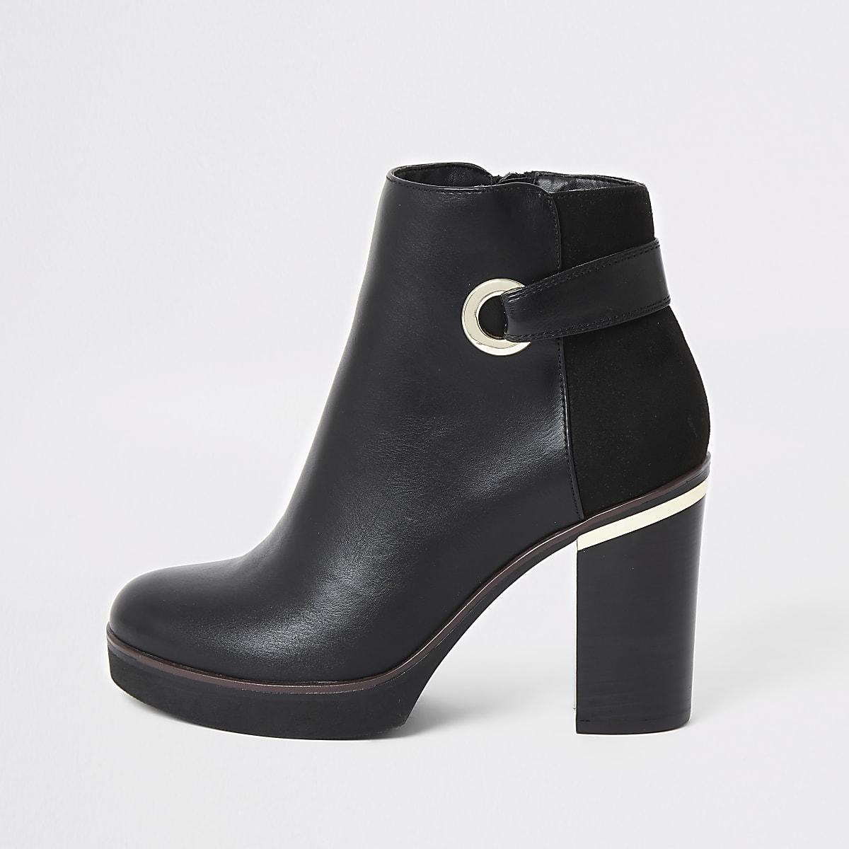 Zwarte laarzen van imitatieleer met oogjes en plateauzool
