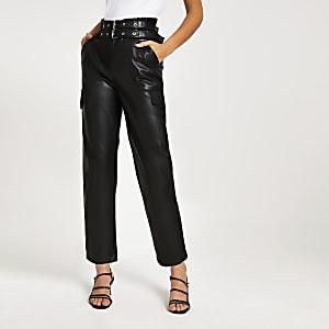 Zwarte smaltoelopende broek met ceintuur en coating