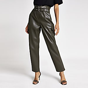 Kaki smaltoelopende broek met ceintuur en coating