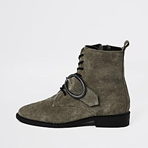 Kaki laarzen met vetersluiting en ronde gesp