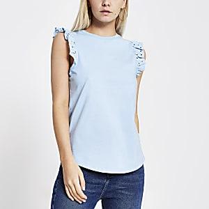 Petite – Blaues T-Shirt mit Rüschen