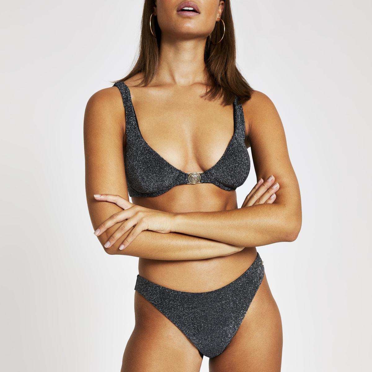 Hooguitgesneden metallic zilverkleurig bikinibroekje