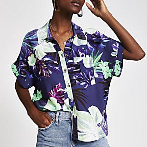 Chemise à fleurs violette avec manches courtes