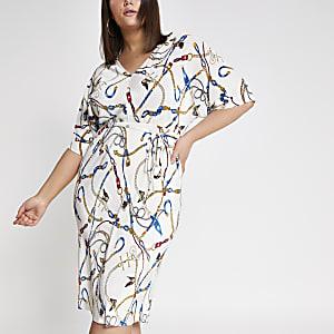 Plus – Robe à imprimé chaîne blanche avec manches kimono