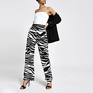 Schwarze Hose mit weitem Beinschnitt und Zebraprint