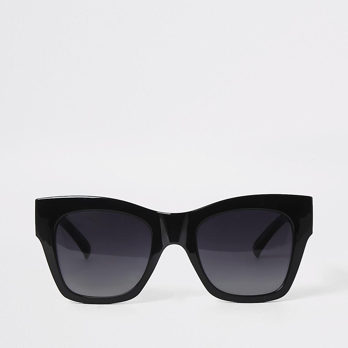 Zwarter oversized zonnebril met goudkleurige accenten