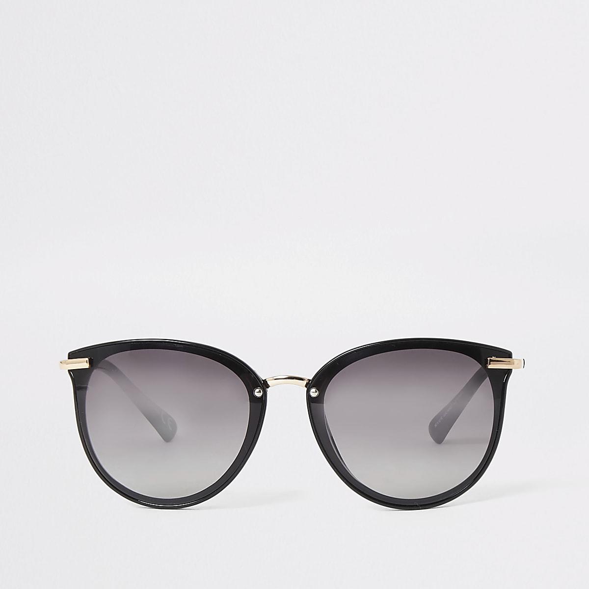 Retro zwarte zonnebril met glazen in de kleur smoke