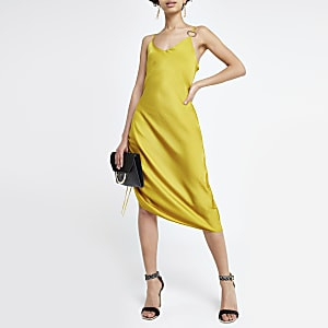 Robe mi-longue jaune froncée