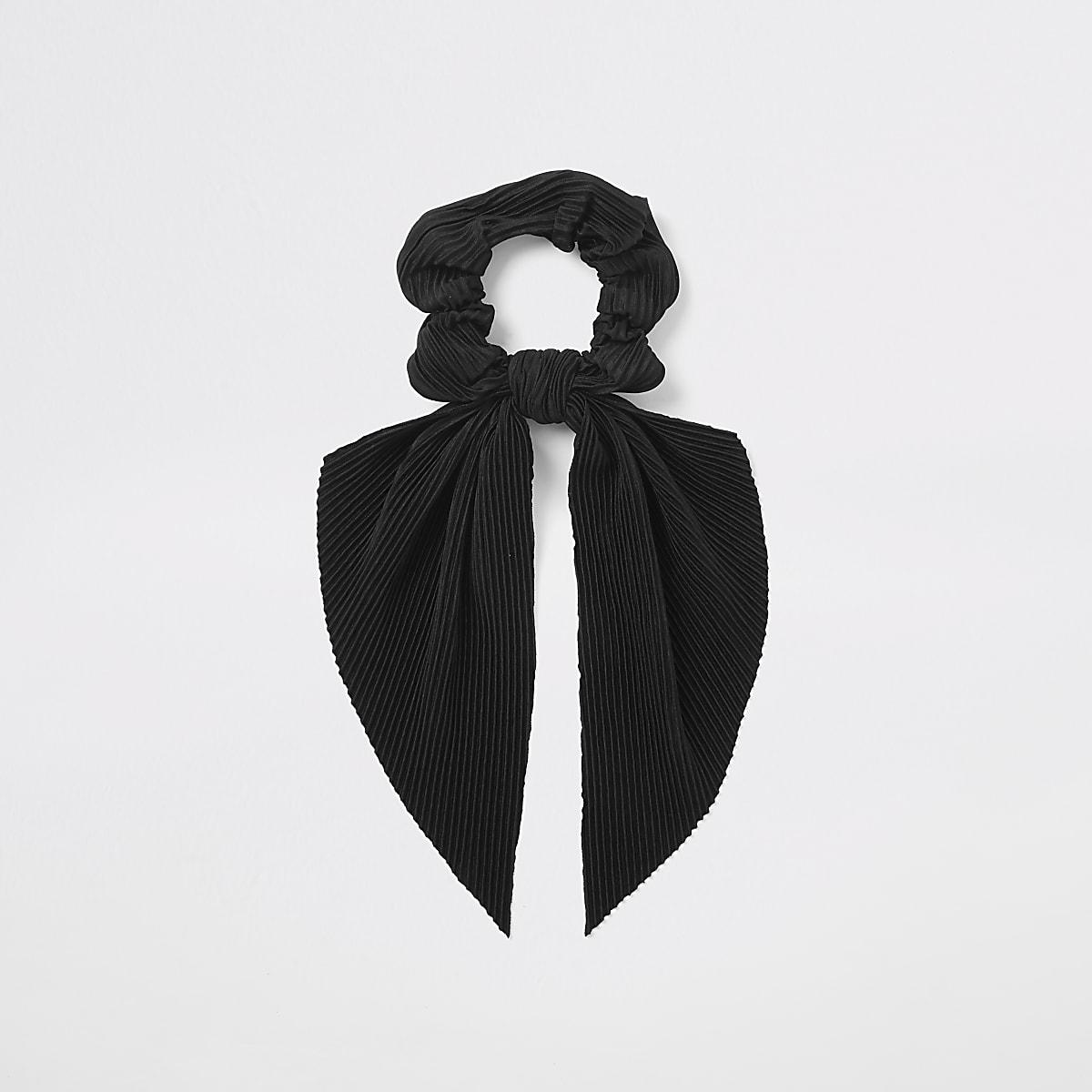 Black plisse scrunchie