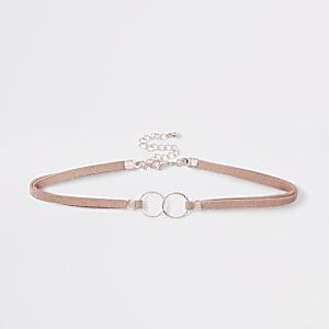 Roze verfraaide chokerketting met verbonden ringen