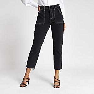 Jean droit noir avec surpiqûres contrastantes
