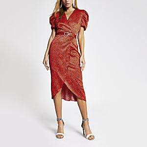 Rode midi-jurk met overslag en hartenprint