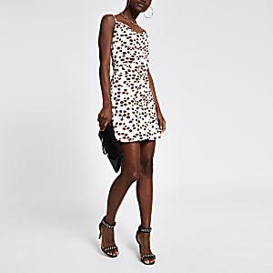 Weißes Kleid mit Wasserfallkragen und Punkten