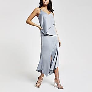 Jupe mi-longue en satin bleue asymétrique