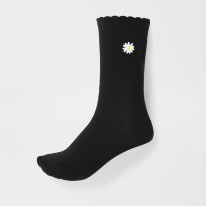 Black daisy ankle socks