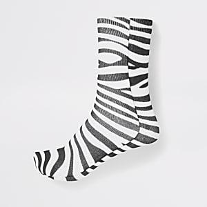 Weiße Sneakersocken mit Zebra-Print