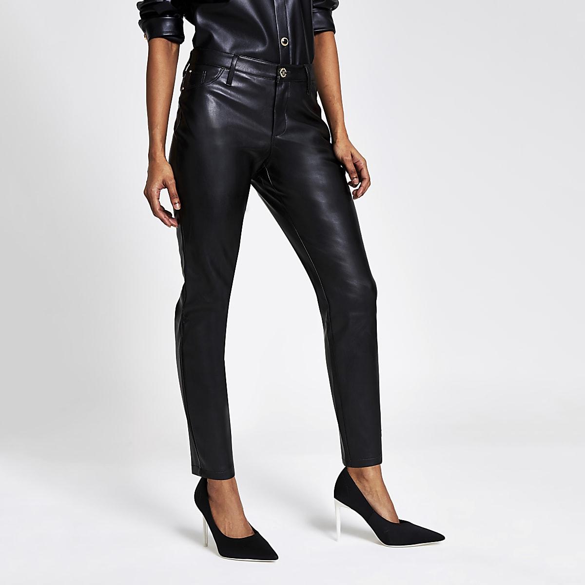 Petite –Molly – Pantalons noirs en cuir synthétique