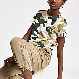 T-shirt motif camouflage rose à manches retroussées